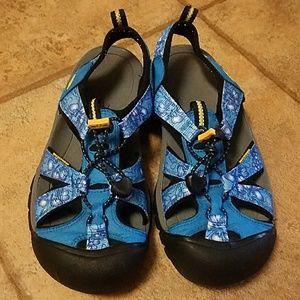 Women's sz 7.5 Keen sandals blue floral print